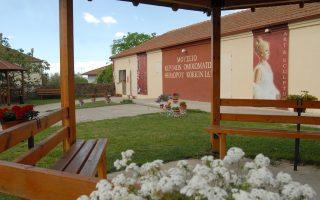Ο Θεόδωρος Κοκκινίδης έχει δημιουργήσει το Μουσείο Κέρινων Ομοιωμάτων κοντά στην Καβάλα, στο χωριό όπου μεγάλωσε και έζησε ώς τα 18 του χρόνια. Εκθέτει ήδη 26 γλυπτά.