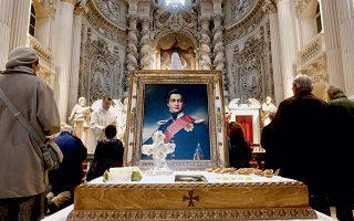 Έλληνες και Βαυαροί παρακολουθούν την επιμνημόσυνη λειτουργία για τη συμπλήρωση 150 χρόνων από τον θάνατο του βασιλιά Όθωνα, στον καθολικό ναό Theatine Church του St. Cajetan στο Μόναχο. Φωτογραφίες: Φώτης Νικοπαναγιώτης