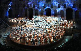 Με παιδιά από όλη την Ευρώπη αλλά και με προσφυγόπουλα πλημμύρισε το Ηρώδειο, φανερώνοντας τη δύναμη της μουσικής.