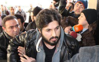 Ο Ιρανός έμπορος χρυσού Ρέζα Ζαράμπ. Το κατηγορητήριο εναντίον του στηρίζεται σε μεγάλο βαθμό σε έρευνες τουρκικών εισαγγελικών αρχών που αργότερα κατηγορήθηκαν πως υπήρξαν όργανα του αυτοεξόριστου Γκιουλέν.