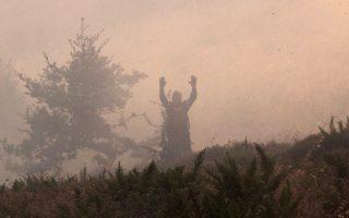 Φωτογραφία από την πυρκαγιά στον Βαρνάβα που βρίσκεται σε εξέλιξη.