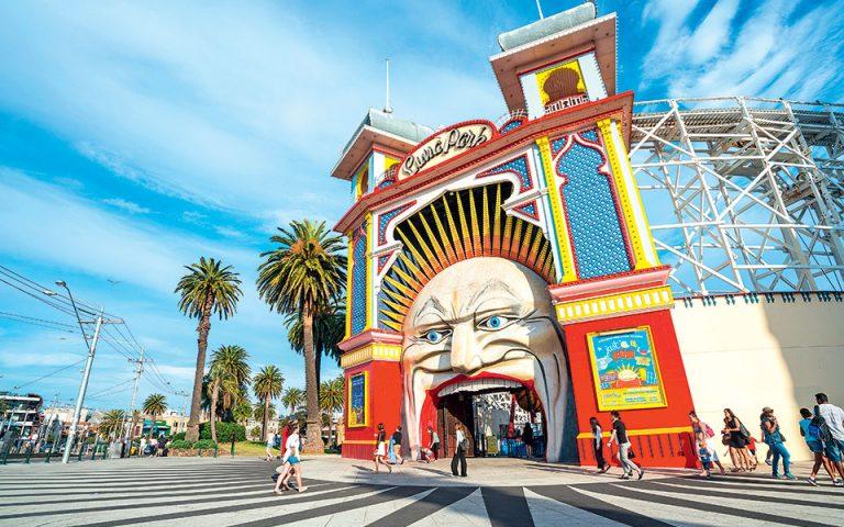 Το στόμα του «Luna Park», έτοιμο να καταβροχθίσει μικρούς και μεγάλους επισκέπτες. (Φωτογραφία: © SHUTTERSTOCK)