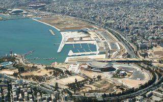 Από το Νέο Φάληρο έως τον κόμβο με τη Συγγρού έχει αναπτυχθεί ένα ναυτιλιακό κέντρο με δεκάδες εμβληματικά νεόδμητα κτήρια γραφείων ιδιαίτερης αρχιτεκτονικής που στεγάζουν μεγάλες ναυτιλιακές εταιρείες.