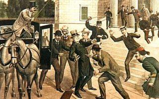 Την 31η Μαΐου του 1905, ο τότε πρωθυπουργός Θεόδωρος Δηλιγιάννης μαχαιρώνεται στην κοιλιά από τον Αντώνιο Γερακάρη, μανιώδη χαρτοπαίκτη και πρώην ιδιοκτήτη λέσχης, επειδή είχε «επιχειρηματικά» θιγεί από τον «ανένδοτο» που είχε κηρύξει ο Δηλιγιάννης για τον περιορισμό της χαρτοπαιξίας.