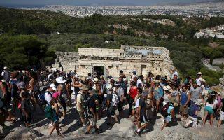 Η πρόβλεψη ειδικών για εφέτος μιλάει για αφίξεις-ρεκόρ ξένων τουριστών, που θα φθάσουν σε αριθμό τα 28,5 εκατ.