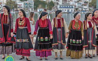 Το τριήμερο 26-28 Αυγούστου, το ανοιχτό Δημοτικό Θέατρο της Σκοπέλου θα φιλοξενήσει συγκροτήματα παραδοσιακών χορών.