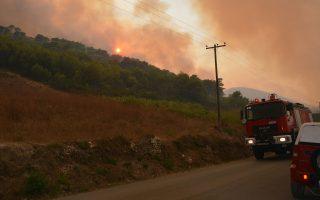 Περίπου 10.000 στρέμματα πευκοδάσους και καλλιεργειών εκτιμάται ότι κάηκαν τις τελευταίες ημέρες.