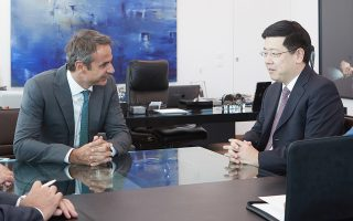 Με τον Κινέζο πρεσβευτή στην Αθήνα Ζου Σιαολί συναντήθηκε, χθες, ο πρόεδρος της Ν.Δ. Κυρ. Μητσοτάκης.