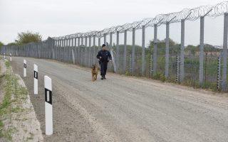 Περιπολία κοντά στον φράκτη στα σύνορα Ουγγαρίας- Σερβίας, 180 χιλιόμετρα νοτιοανατολικά της Βουδαπέστης.