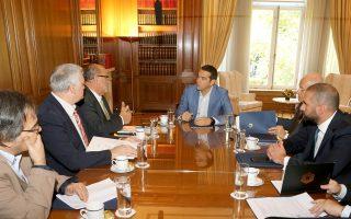 Ο πρωθυπουργός Αλέξης Τσίπρας κατά τη χθεσινή του συνάντηση, στο Μέγαρο Μαξίμου, με το προεδρείο της Γενικής Συνομοσπονδίας Επαγγελματιών Βιοτεχνών και Εμπόρων Ελλάδος.
