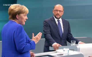 Σε τηλεοπτική αναμέτρηση που διενεργήθηκε την Κυριακή μεταξύ της Αγκελα Μέρκελ και του Μάρτιν Σουλτς, η Γερμανίδα καγκελάριος προσπάθησε να απαντήσει σε όσους την κατηγορούν ότι έχει δείξει μεγάλη επιείκεια στις μεγάλες αυτοκινητοβιομηχανίες χωρίς να λάβει αυστηρά μέτρα.