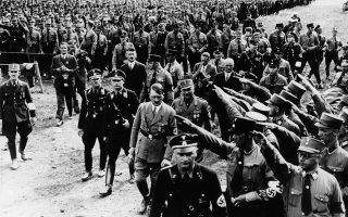 Ο Ισλανδός συγγραφέας αποφεύγει να ταυτίσει τον ναζισμό με τους Γερμανούς και καταφέρνει να μιλήσει για τον σημερινό οικουμενικό κίνδυνο της διολίσθησης στον φασισμό.
