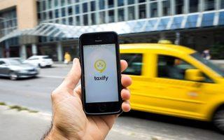 Η Taxify σχεδιάζει να διατηρήσει χαμηλότερες τιμές σε σχέση με τους ανταγωνιστές της, λαμβάνοντας προμήθεια 10%-15% από το ποσό που αναγράφεται σε κάθε κούρσα. Αντιθέτως, η Uber λαμβάνει προμήθεια 20%-25%, προκαλώντας κατά καιρούς την έντονη αντίδραση των υπαλλήλων της για το σύστημα των υψηλών κρατήσεων που επιβάλλει η εταιρεία.