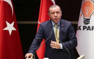 Ο Ταγίπ Ερντογάν στη χθεσινή σύσκεψη στελεχών του κυβερνώντος κόμματος ΑΚΡ, στην Αγκυρα.