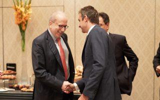 Ο Κυρ. Μητσοτάκης κατά τη χθεσινή του συνάντηση με τους προέδρους και διευθύνοντες συμβούλους των τραπεζών μελών της Ελληνικής Ενωσης Τραπεζών.