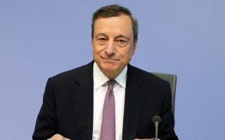 Ο πρόεδρος της ΕΚΤ Μάριο Ντράγκι διευκρίνισε πως το διοικητικό συμβούλιο είχε μια «πολύ, πολύ προκαταρκτική» συζήτηση για τον τρόπο με τον οποίο θα μειωθούν σταδιακά οι αγορές ομολόγων και τελικά θα ολοκληρωθεί το πρόγραμμα, ενώ απέκλεισε το ενδεχόμενο να υπάρξει αύξηση των επιτοκίων δανεισμού πριν από την ολοκλήρωση του QE.