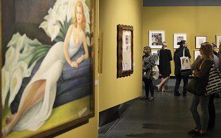 Από το Μεξικό στην Πολωνία. Στο Πόζναν εγκαινιάστηκε η έκθεση αφιερωμένη στην Φρίντα Κάλο και τον Ντιέγκο Ριβιέρα. Πορτραίτα της Κάλο, έργα του Ριβιέρα και δυο ακόμα Πολωνών καλλιτεχνών που συνδέονται μαζί τους, εκτίθενται για το κοινό. Με αυτή την ευκαιρία  ήρθε στην επιφάνεια και μια ξεχασμένη ιστορία ενός πίνακα της Κάλο που εκτέθηκε στην Πολωνία πριν 62 χρόνια και εξαφανίστηκε έκτοτε. (AP Photo/Maciej Kaczyński)