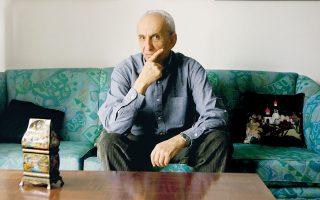 «Πιστεύω ότι οι παλιές μας πλάνες δεν είναι κεφάλαιο για να μας αποφέρει τόκους», γράφει ο Δημήτρης Ραυτόπουλος στο νέο του βιβλίο.