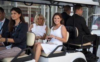 Μπέτυ Μπαζιάνα και Μπριζίτ Τρονιέ κατά την πρόσφατη επίσκεψή τους στο Κέντρο Πολιτισμού Σταύρος Νιάρχος.