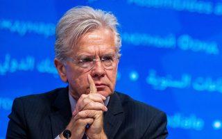 Ο εκπρόσωπος Tύπου του ΔΝΤ, Τζέρι Ράις, είπε χθες ότι το Ταμείο συνεργάζεται με την ΕΚΤ και τους άλλους ευρωπαϊκούς θεσμούς σε όλα τα θέματα, αλλά προσέθεσε ότι «η σταθερότητα του χρηματοπιστωτικού συστήματος είναι μεγάλης σημασίας για το πρόγραμμα».