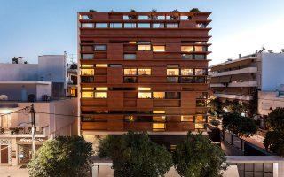 Η πολυκατοικία «Inside-Out» του αρχιτέκτονα Νίκου Κτενά και των συνεργατών του, στο Νέο Ψυχικό. Διατυπώνει νέα προσέγγιση στην αστική κατοίκηση και βραβεύτηκε από το Ελληνικό Ινστιτούτο Αρχιτεκτονικής. (Φωτογραφία: ΜΑΡΙΑΝΑ ΜΠΙΣΤΗ)