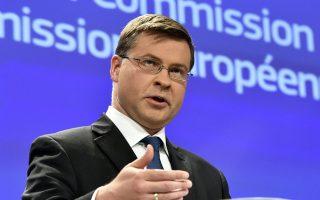 Η απόφαση να αυξήσει τους φόρους αντί να μειώσει τις δαπάνες ήταν αποκλειστική ευθύνη της ελληνικής κυβέρνησης, σημειώνει ο κ. Ντομπρόβσκις.