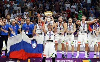 Οι Σλοβένοι πανηγύρισαν το πρώτο ευρωπαϊκό τρόπαιό τους με ολοκληρωτικό μπάσκετ. Ενα μάθημα οργάνωσης και καθοδήγησης από την ομοσπονδία τους.