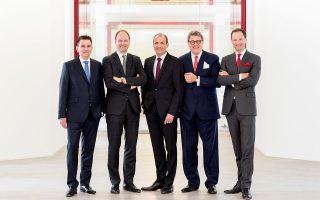 To executive Board της Miele παγκοσμίως: από αριστερά Dr Stefan Breit (Τεχνολογία), Dr Marcus Miele (Executive Director και συνιδιοκτήτης), Olaf Bartsch (Οικονομικά και Διοικητικά), Dr Reinhard Zinkann (Executive Director και συνιδιοκτήτης), Dr Axel Kniehl (Marketing και Πωλήσεις)