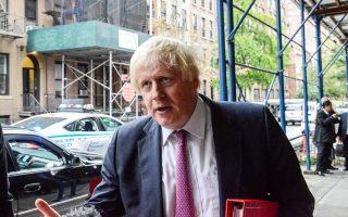 Ο Βρετανός υπουργός Εξωτερικών Μπόρις Τζόνσον προσέρχεται σε σύσκεψη για την κρίση στη Μιανμάρ, στη Νέα Υόρκη.