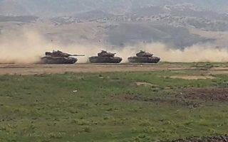 Τουρκικά άρματα μάχης στη διάρκεια ασκήσεων στο Σιρνάκ, κοντά στα σύνορα με το Ιράκ.