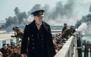 Ο Κένεθ Μπράνα στον ρόλο ενός αξιωματικού του ναυτικού.