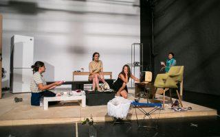Το έργο «Με δύναμη από την Κηφισιά», του Δημήτρη Κεχαΐδη και της Ελένης Χαβιαρά, ανεβαίνει με τις Λυδία Φωτοπούλου, Εμιλυ Κολιανδρή, Γαλήνη Χατζηπασχάλη, Ευδοξία Ανδρουλιδάκη στη σκηνοθετική ματιά του Δ. Καραντζά.