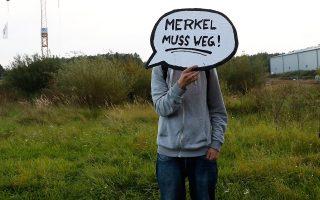 «Η Μέρκελ πρέπει να φύγει», υποστηρίζει ο διαδηλωτής από το Σβερίν της Βορειοανατολικής Γερμανίας.