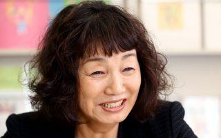 Η 73χρονη Χιρόκο Σουγκαουάρα ίδρυσε το πρόγραμμα επιμόρφωσης μέσω του Δικτύου Πολιτικής για τη Φροντίδα στην Κοινότητα, το 2001 στην Ιαπωνία.