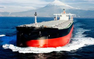 Τόσο η προσφορά, ο διαθέσιμος δηλαδή στόλος, όσο και η ζήτηση, οι εισαγωγές δηλαδή πρώτων υλών, δείχνουν να πείθουν τους αναλυτές, αλλά και τους εφοπλιστές που αυξάνουν τις επενδύσεις τους σε μεταχειρισμένα πλοία, πως η ποντοπόρος ναυτιλία έχει μπροστά της καλύτερες ημέρες.