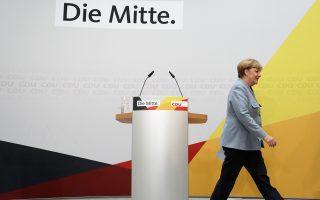 Η Αγκελα Μέρκελ επέτρεψε στον εαυτό της ένα μικρό χαμόγελο, μετά την τέταρτη κατά σειρά εκλογική νίκη των Χριστιανοδημοκρατών στις βουλευτικές εκλογές της Κυριακής. Το γεγονός, ωστόσο, ότι 5,8 εκατ. Γερμανοί ψήφισαν την ακροδεξιά AfD έχει προξενήσει έντονο προβληματισμό.