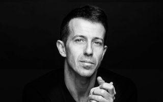 O καταξιωμένος χορογράφος και χορευτής Αντώνης Φωνιαδάκης θα μιλήσει για τη σχέση του με την τέχνη.
