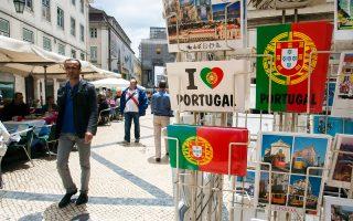 Η Standard & Poor's  ήταν ο πρώτος από τους τρεις μεγάλους οίκους αξιολόγησης που αναθεώρησε την πιστοληπτική ικανότητα του πορτογαλικού Δημοσίου, αναβαθμίζοντάς την στην επενδυτική βαθμίδα BBB-.