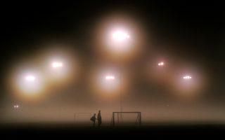 To σκοτάδι του εγκλήματος πυκνώνει όλο και πιο πολύ στο ποδόσφαιρο σύμφωνα με τους ειδικούς. Κατά το Διεθνές Κέντρο Αθλητικής Ασφάλειας, περίπου 2 τρισ. δολ. παίζονται κάθε χρόνο στο στοίχημα, ενώ 140 δισ. ξεπλένονται μέσα από το δημοφιλές σπορ.