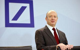 se-ypovathmisi-tis-deutsche-bank-prochorise-i-fitch-ratings0