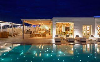 to-myconian-naia-luxury-suites-entassetai-sto-dynamiko-toy-omiloy-preferred-hotels-amp-038-resorts-lvx-collection0