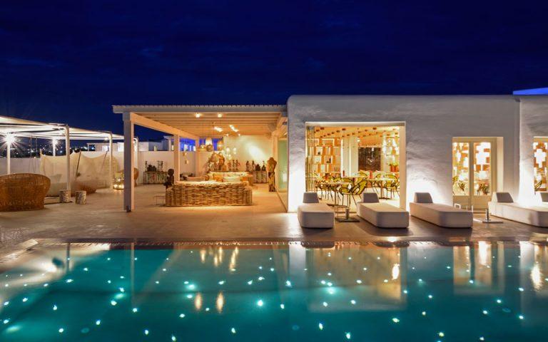 to-myconian-naia-luxury-suites-entassetai-sto-dynamiko-toy-omiloy-preferred-hotels-amp-038-resorts-lvx-collection-2210852