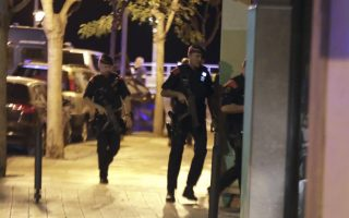 epa06149329 Spanish Policemen inspect a street in Cambrils (Tarragona), northeastern Spain, 18 August 2017, where at least four suspected terrorists have been killed by the police after they knocked down six people with their car at Paseo Maritimo.  EPA/DAVID GONZALEZ