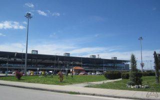 Το έργο της δημιουργίας του νέου διαδρόμου προσγείωσης-απογείωσης αεροσκαφών στο αεροδρόμιο «Μακεδονία» έχει δύο εργολαβίες.