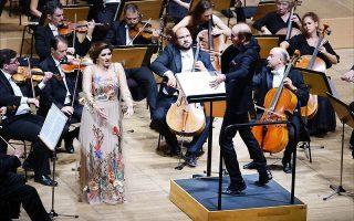 Η Ντινάρα Αλίεβα και ο Μίλτος Λογιάδης με την Κρατική Ορχήστρα Αθηνών στο αφιέρωμα του ΜΜΑ, της ΚΟΑ και του Atheneum για τα 40 χρόνια από το θάνατο της Μαρίας Κάλλας (© Χ. Ακριβιάδης).