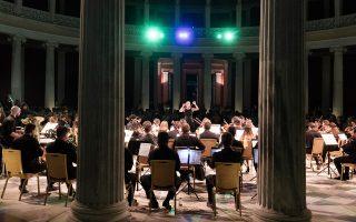 Η Ζωή Ζενιώδη διευθύνει την Ελληνοτουρκική ορχήστρα Νέων (φωτ.: Χαμπάκης)