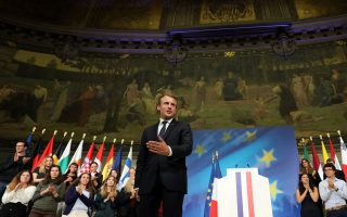 H Ευρώπη δεν έχει άλλο δρόμο παρά τη «φυγή προς τα εμπρός» ήταν το κεντρικό μήνυμα που έστειλε ο Εμανουέλ Μακρόν από τη Σορβόννη.