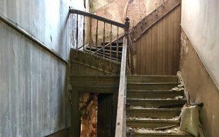 Η σκάλα στο παλιό σπίτι της οδού Χατζηχρήστου 6 απέναντι από το Μουσείο Ακρόπολης.