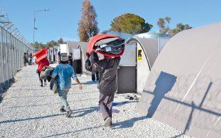 Στον καταυλισμό της Μόριας παραμένουν πάνω από 5.000 πρόσφυγες και μετανάστες.