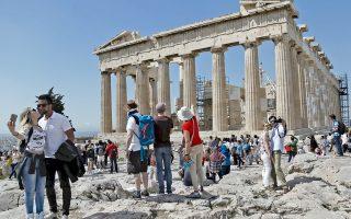 Το 2015 στην Ακρόπολη, με επισκεψιμότητα 2,1 εκατ. στο σύνολο του έτους, τα εισιτήρια ελευθέρας εισόδου ήταν 1 εκατoμμύριο